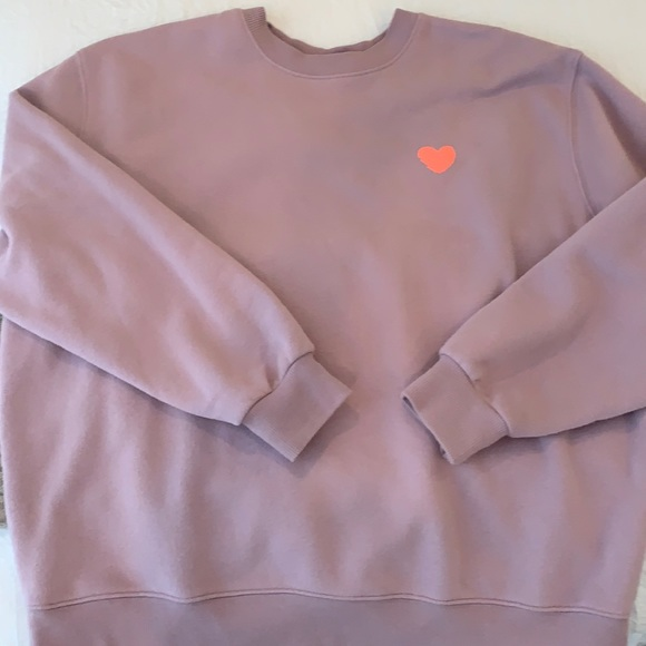 ADORABLE and TRENDY heart sweatshirt